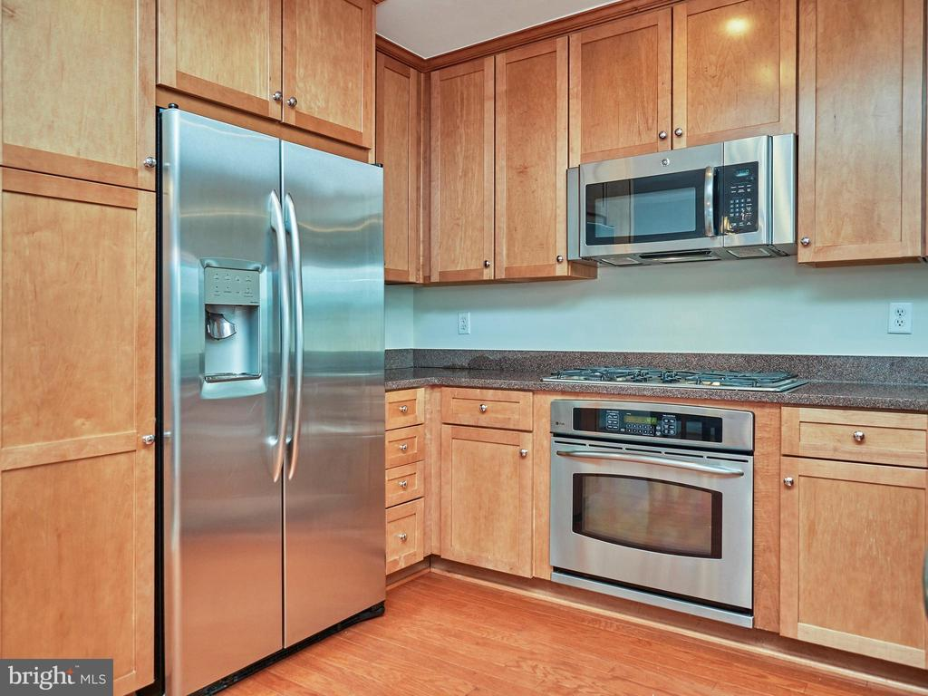 Spacious Kitchen w/ lots of storage & SS Appliance - 3625 10TH ST N #408, ARLINGTON