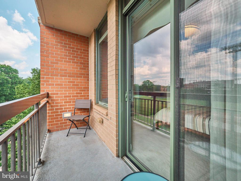 Enjoy the outside, coffee, tea, sunset views - 3625 10TH ST N #408, ARLINGTON