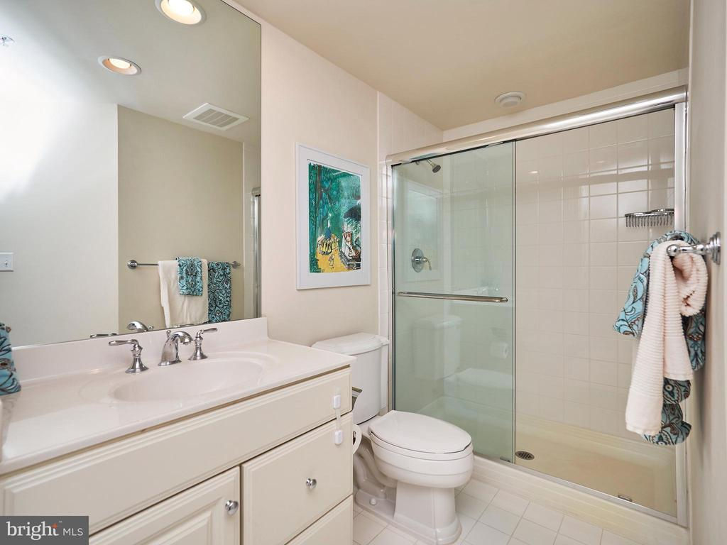 En Suite Bathroom for 2nd Bedroom - 3625 10TH ST N #408, ARLINGTON