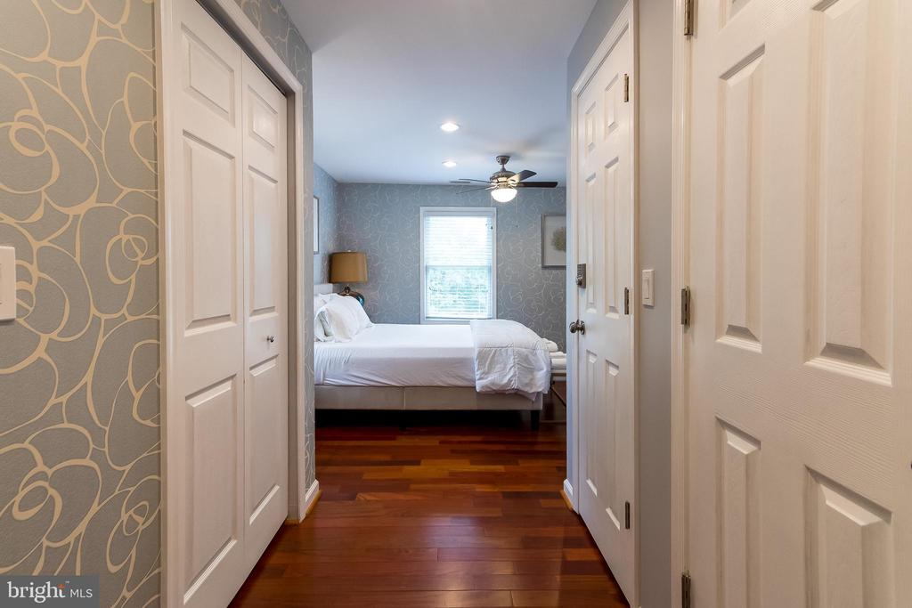 Owner's suite - 2209 FRANKLIN ST NE, WASHINGTON