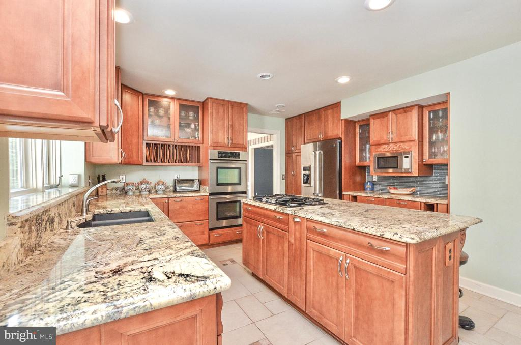 Large island - 20592 CUTWATER PL, STERLING