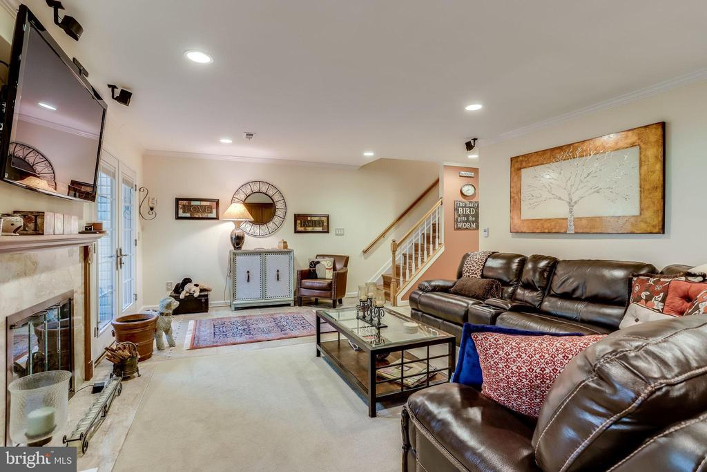 Built in Surround System - 20938 SANDSTONE SQ, STERLING