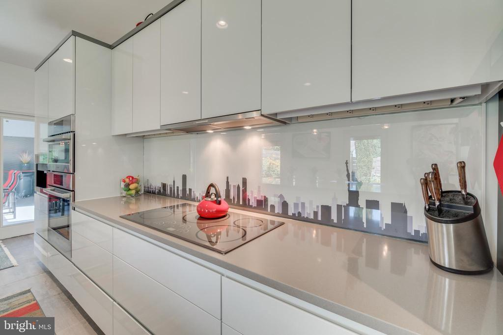 Clean lines and artistic custom touches delight - 13814 ALDERTON RD, SILVER SPRING