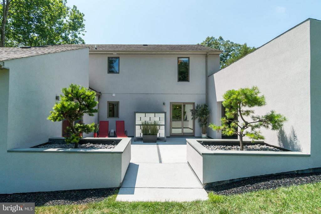 Modern concrete hosts verdant architectural touch - 13814 ALDERTON RD, SILVER SPRING
