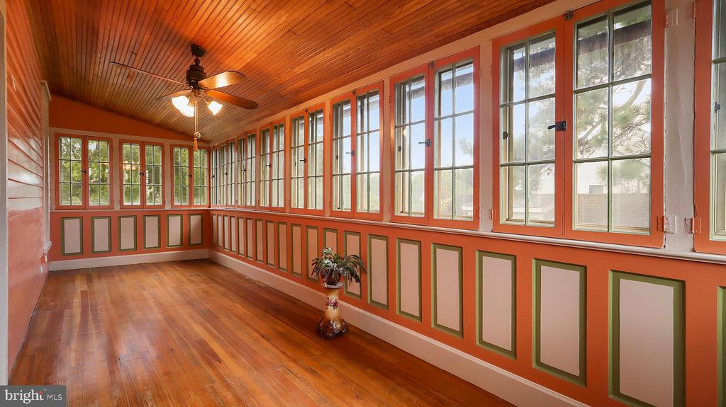 Upper level sunroom - 6404 WASHINGTON BLVD, ARLINGTON
