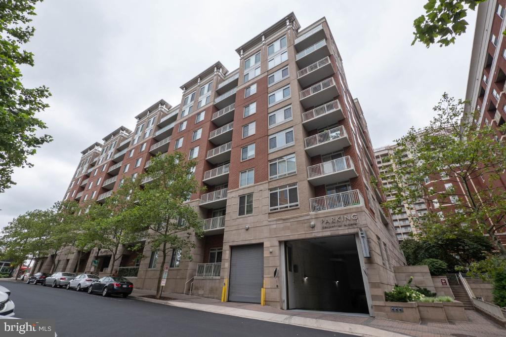 Walk to everything! - 820 N POLLARD ST #603, ARLINGTON