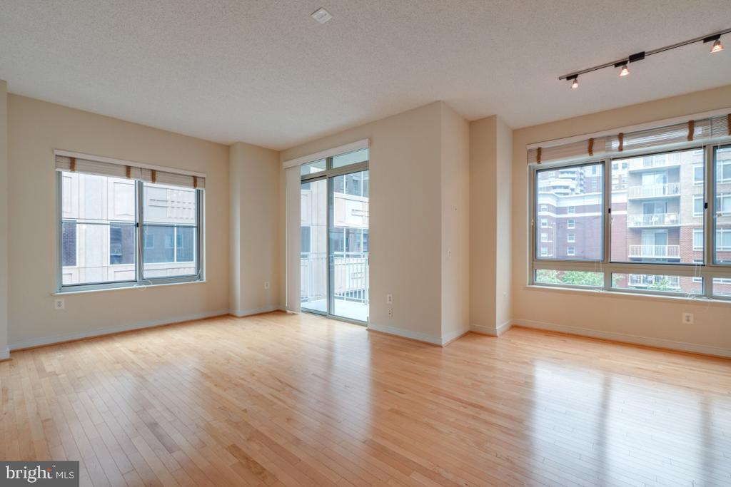 Living Room/ Dining Room area w/ balcony - 820 N POLLARD ST #603, ARLINGTON