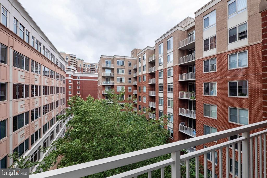 Courtyard view - 820 N POLLARD ST #603, ARLINGTON