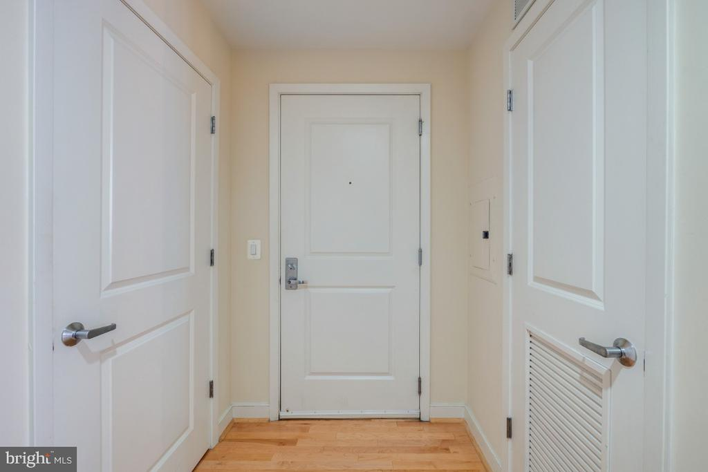 Front entry way - 820 N POLLARD ST #603, ARLINGTON