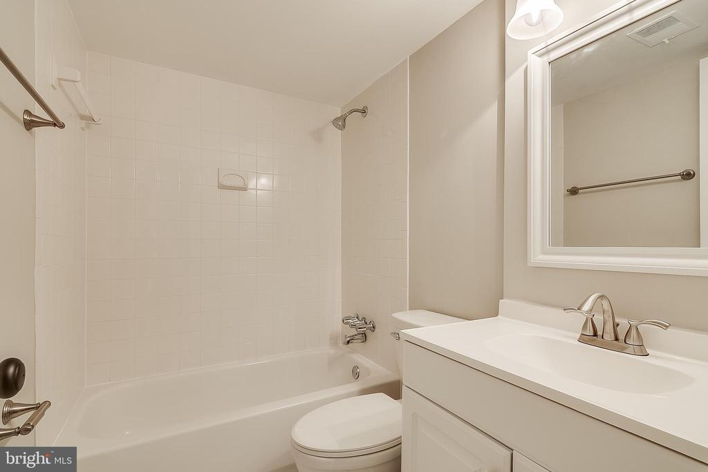 Full bath in basement - 667 N ARMISTEAD ST, ALEXANDRIA