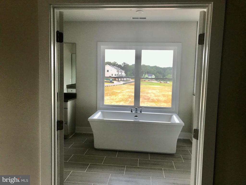 Garner Master Bathtub - 3192 CAVALIER WOOD RD, ELLICOTT CITY
