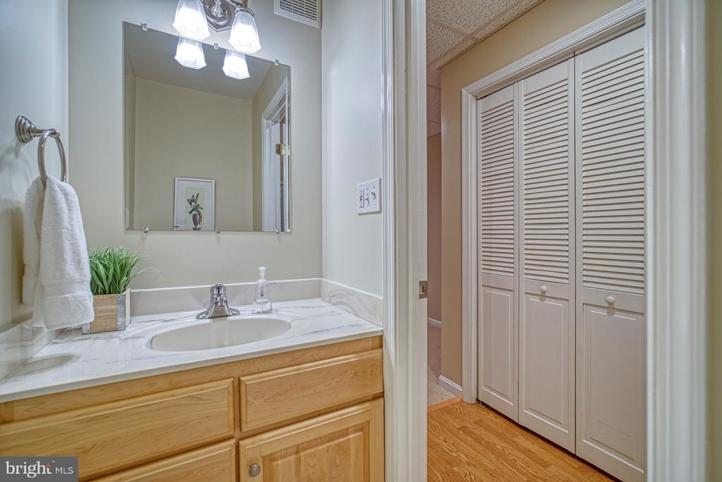 Lower level powder room - 7104 BEDSTRAW CT, SPRINGFIELD