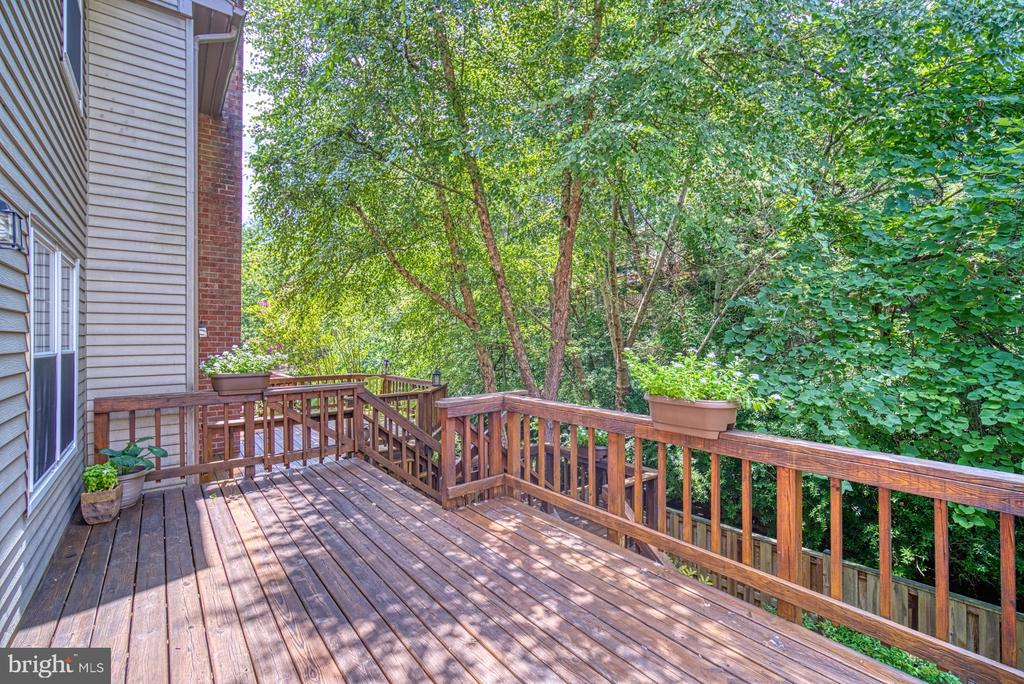 Huge shaded deck off kitchen - 7104 BEDSTRAW CT, SPRINGFIELD