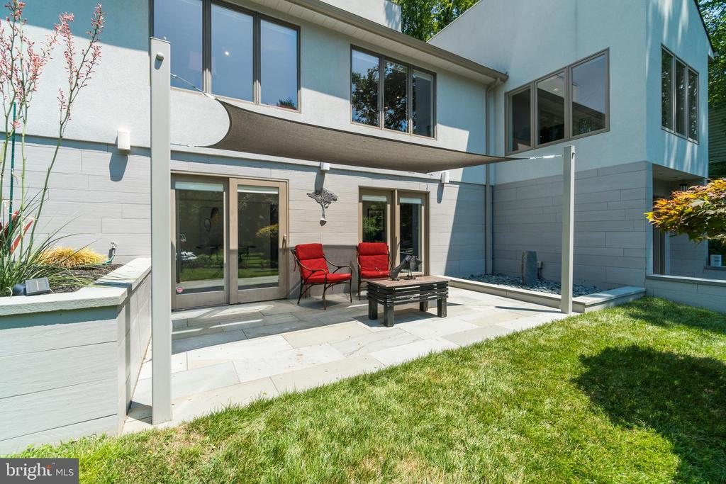 Patio/water feature on ground level. - 13814 ALDERTON RD, SILVER SPRING