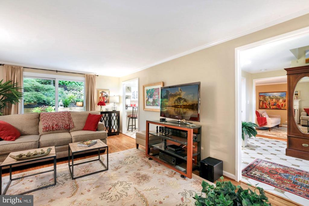 FROM FOYER ENTER INTO SPACIOUS FAMILY ROOM - 9500 WOODSTOCK CT, SILVER SPRING