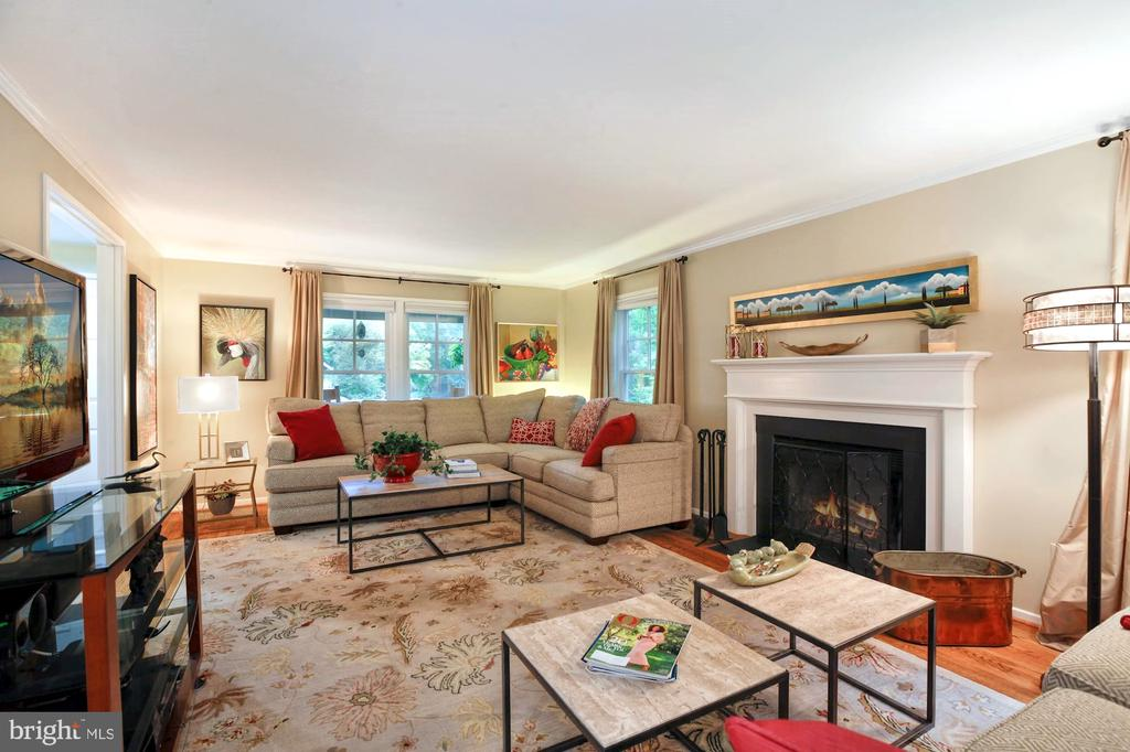 VIEW OF FAMILY ROOM TOWARD FRONT OF HOUSE - 9500 WOODSTOCK CT, SILVER SPRING