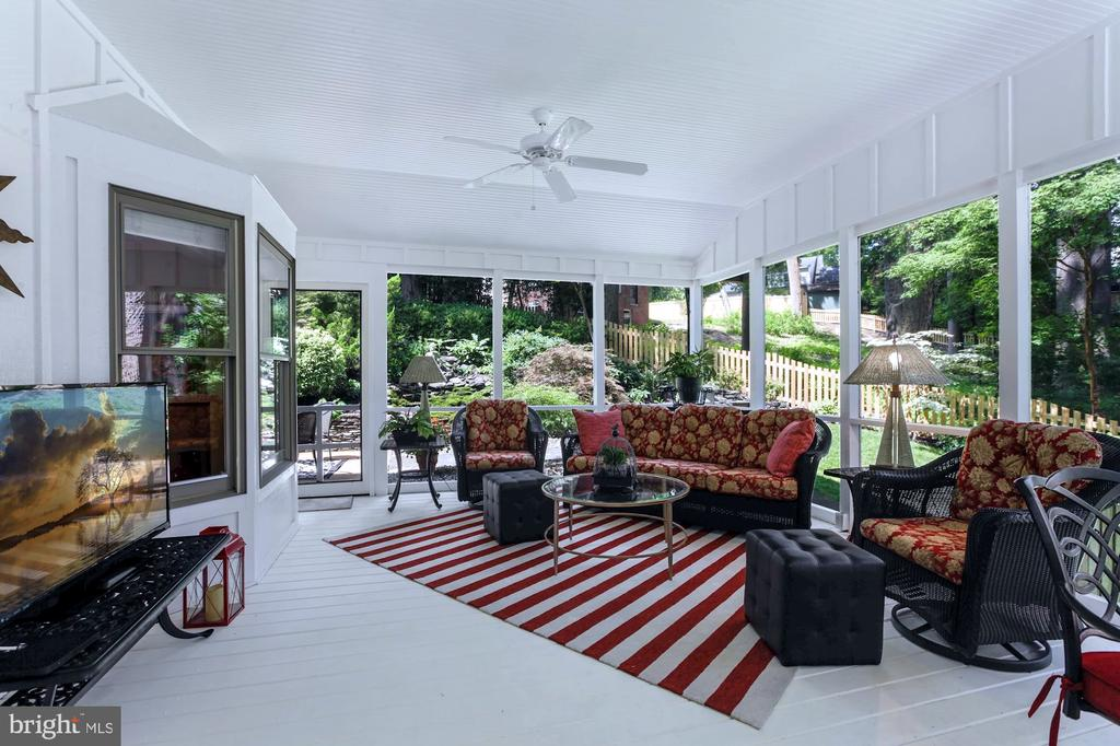 SPACIOUS SCREEN PORCH WITH GORGEOUS VIEWS - 9500 WOODSTOCK CT, SILVER SPRING