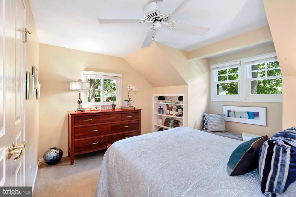 2ND BEDROOM WITH RECESSED BOOKCASE - 9500 WOODSTOCK CT, SILVER SPRING