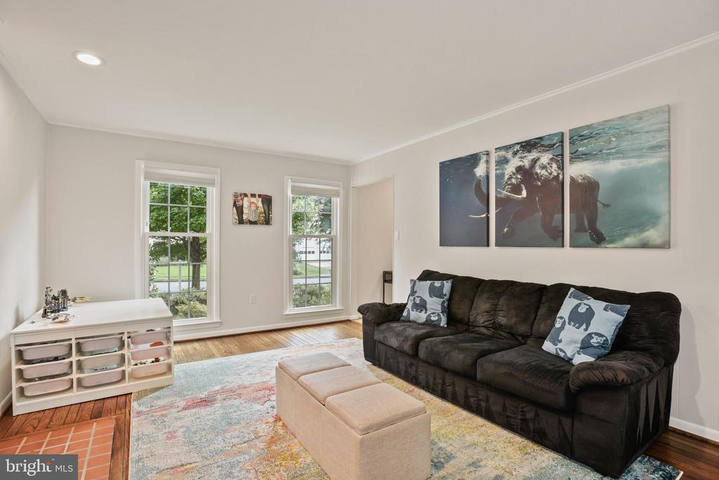 Family Room - Hardwood Floors, Recess Lighting! - 9522 BACCARAT DR, FAIRFAX