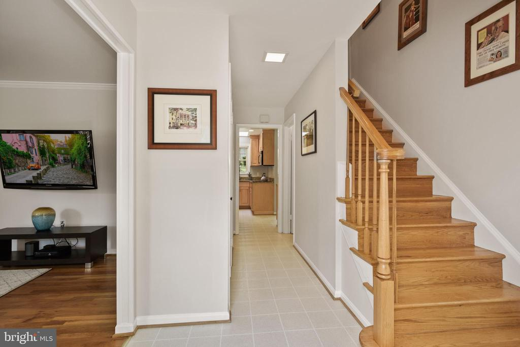 Foyer - Come On In; Let's Have a Look Together! - 9522 BACCARAT DR, FAIRFAX