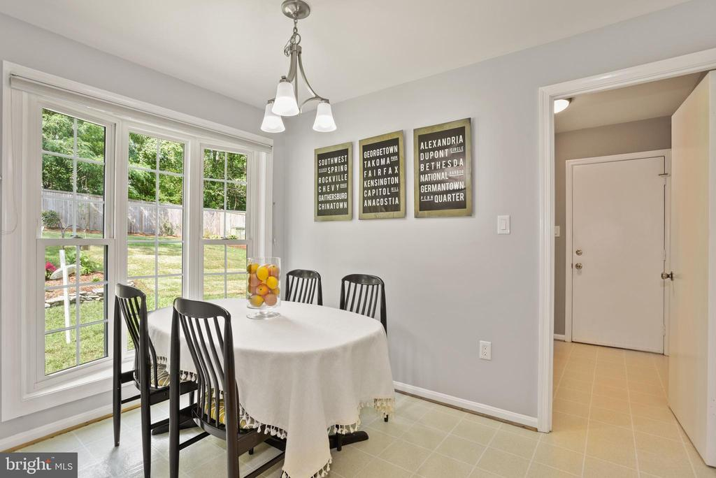 Breakfast Nook for Casual Dining! - 9522 BACCARAT DR, FAIRFAX