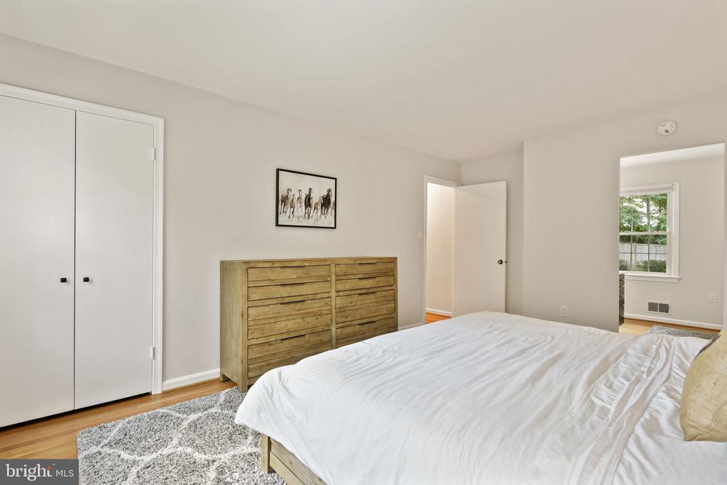 Master Bedroom - Very Spacious! - 9522 BACCARAT DR, FAIRFAX