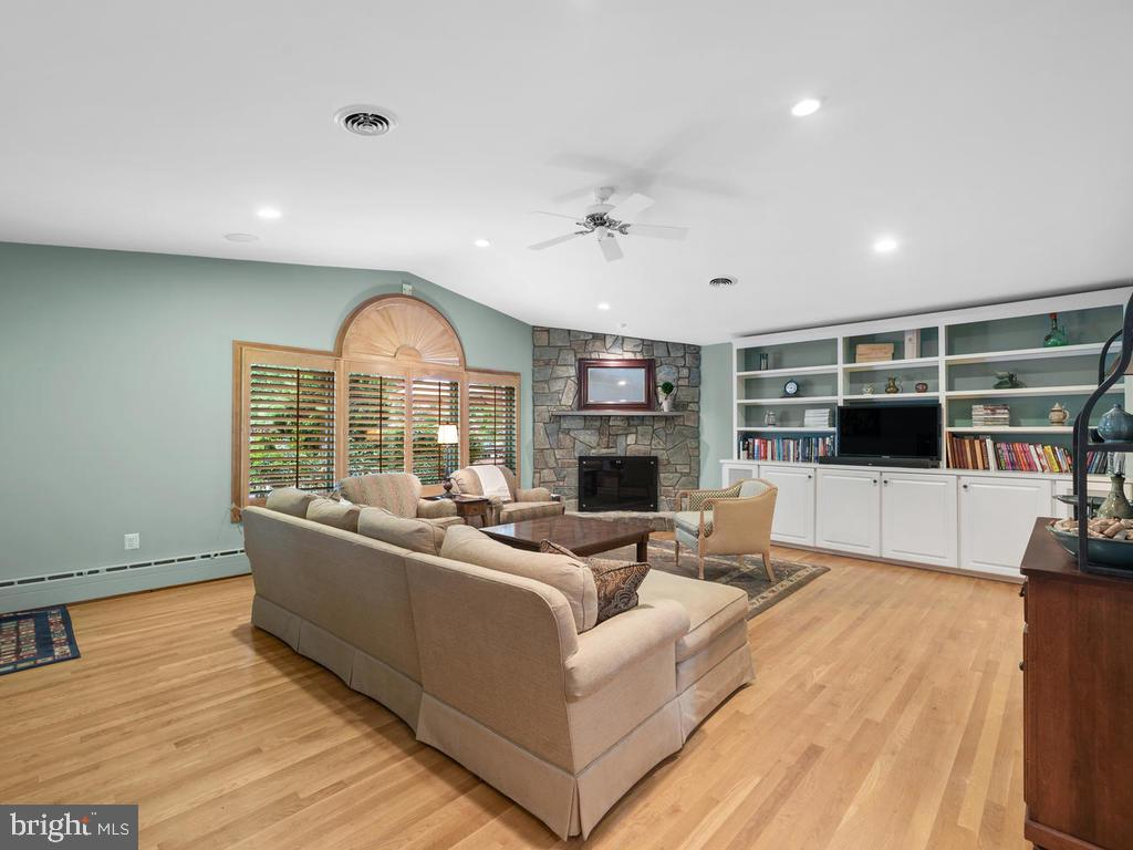 - 337 VIERLING DR, SILVER SPRING