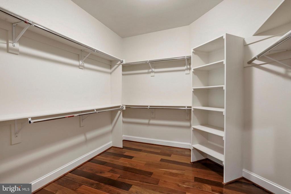 Walk-in Closet in Master Suite - 4389 OLD DOMINION DR, ARLINGTON