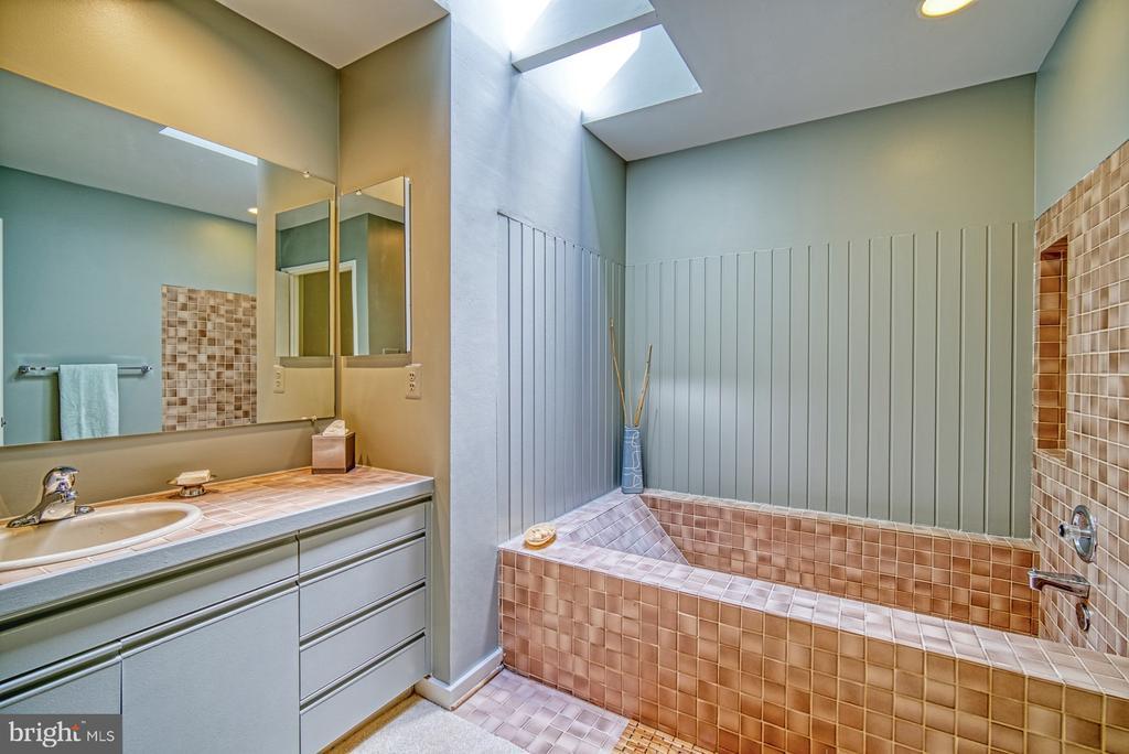 Master Bathroom soaking tub with skylight - 11517 TURNBRIDGE LN, RESTON
