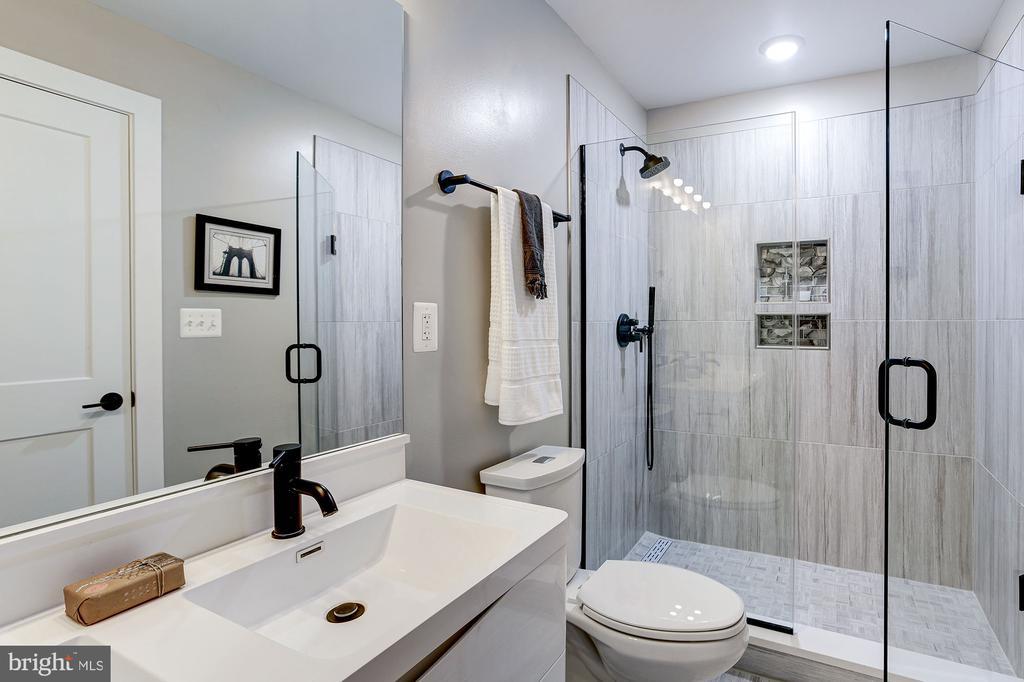 with ensuite full bath - 1206 LONGFELLOW ST NW #2, WASHINGTON