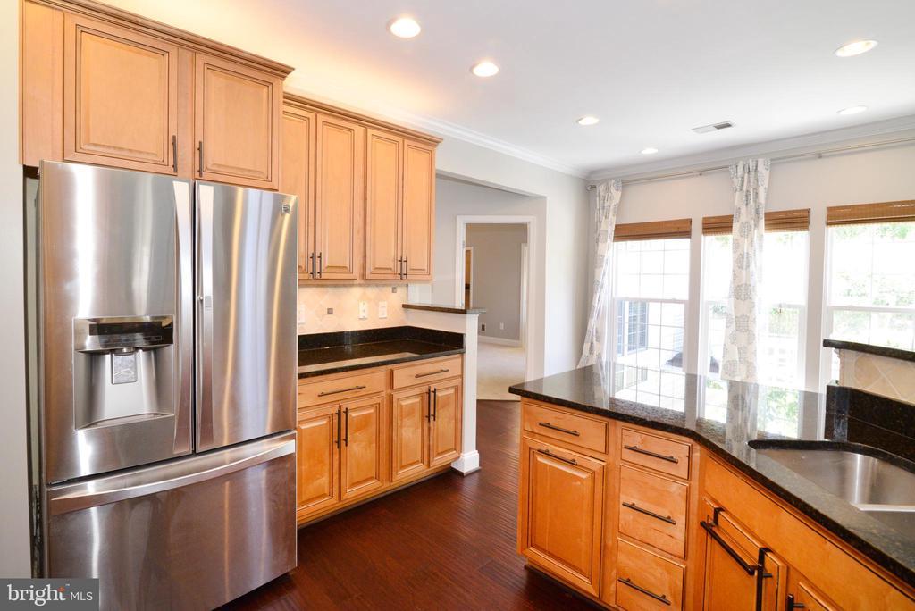 Fully remodeled kitchen w granite, SS - 21417 HUMBOLT SQ, ASHBURN