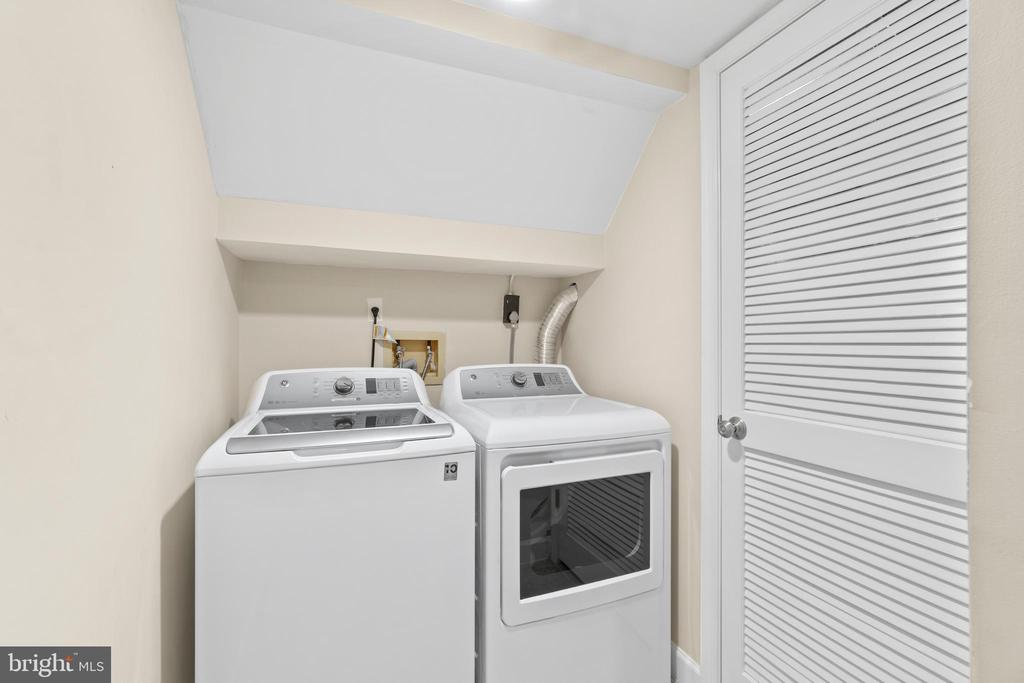 Separate laundry room - 47572 COMER SQ, STERLING