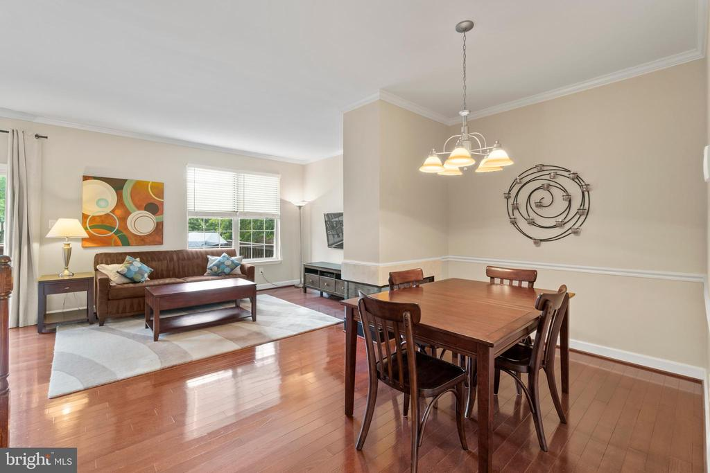 Enjoy the open floor plan - 47572 COMER SQ, STERLING