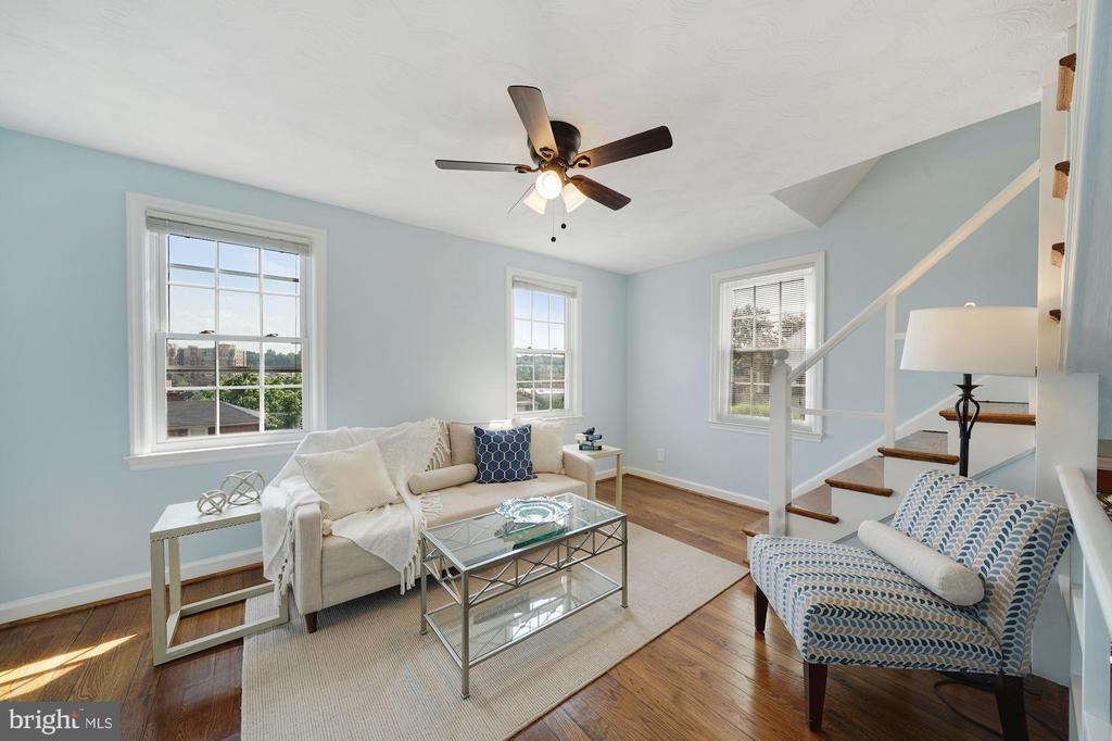 Living room - 3707 KEMPER RD, ARLINGTON