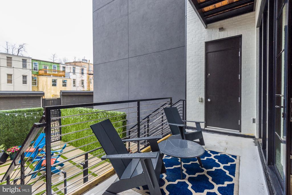 Deck, overlooks patio and terrace below - 1313 R ST NW #1, WASHINGTON