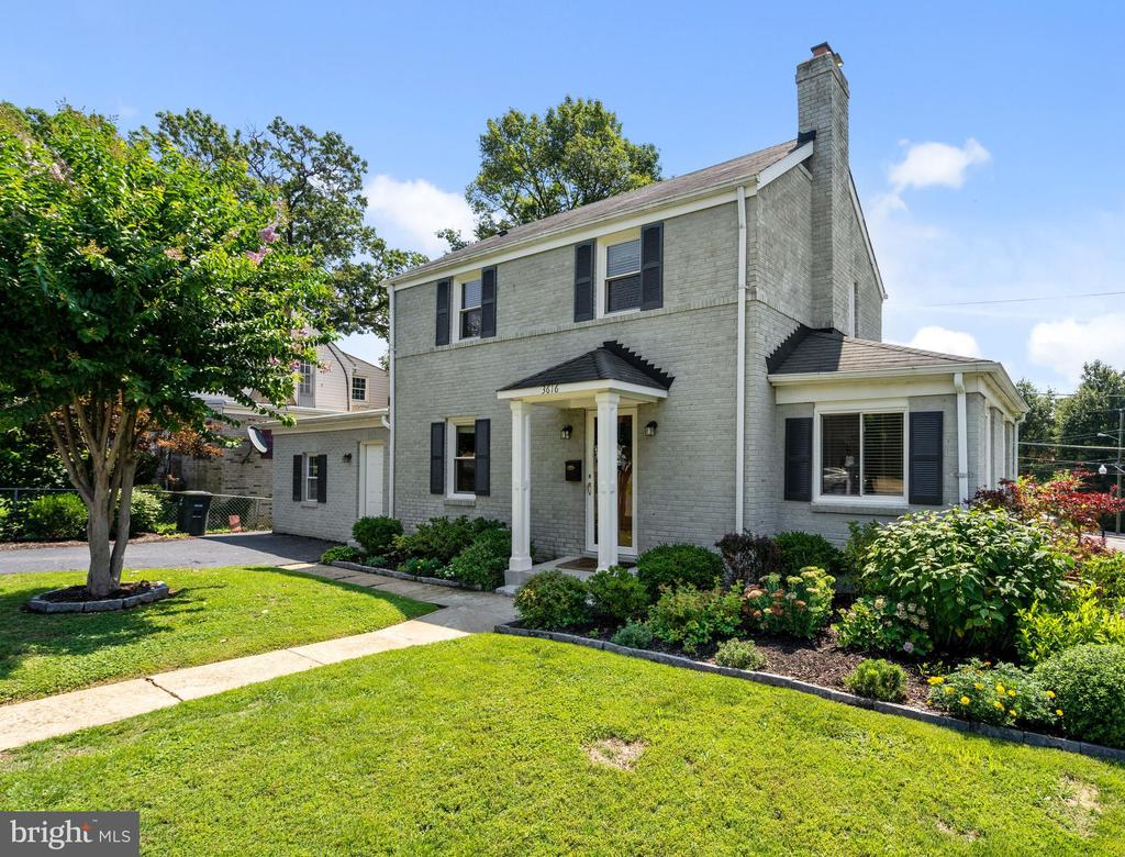 Updated home with private main level BR and bath - 3616 ARLINGTON BLVD, ARLINGTON