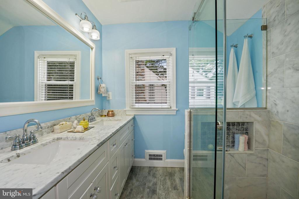 renovated with double sink vanity, glass shower - 3616 ARLINGTON BLVD, ARLINGTON