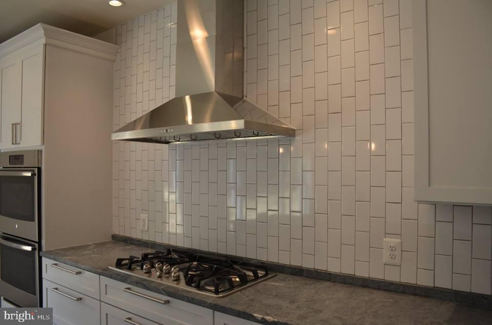 Kit-Ex3-Option-White Cabinets & Subway Tile - 11950 HONEY GROVE TRL, NOKESVILLE