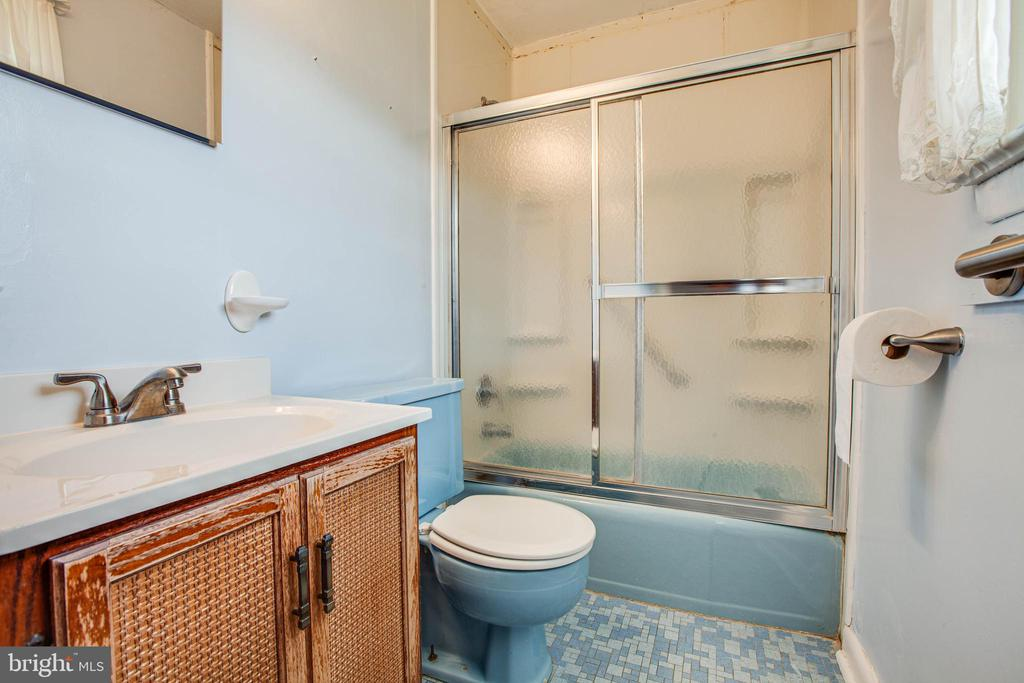 Master Bathroom - 6920 RUSKIN ST, SPRINGFIELD