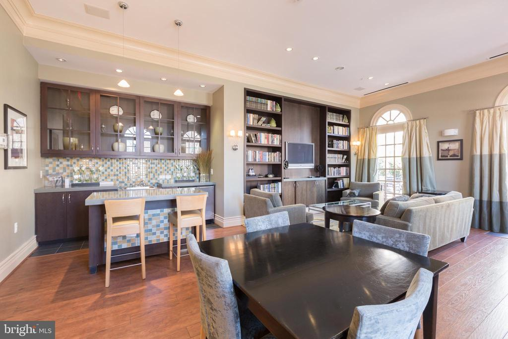 Meeting /Party room with access to patio areas - 1845 POTOMAC GREENS DR, ALEXANDRIA