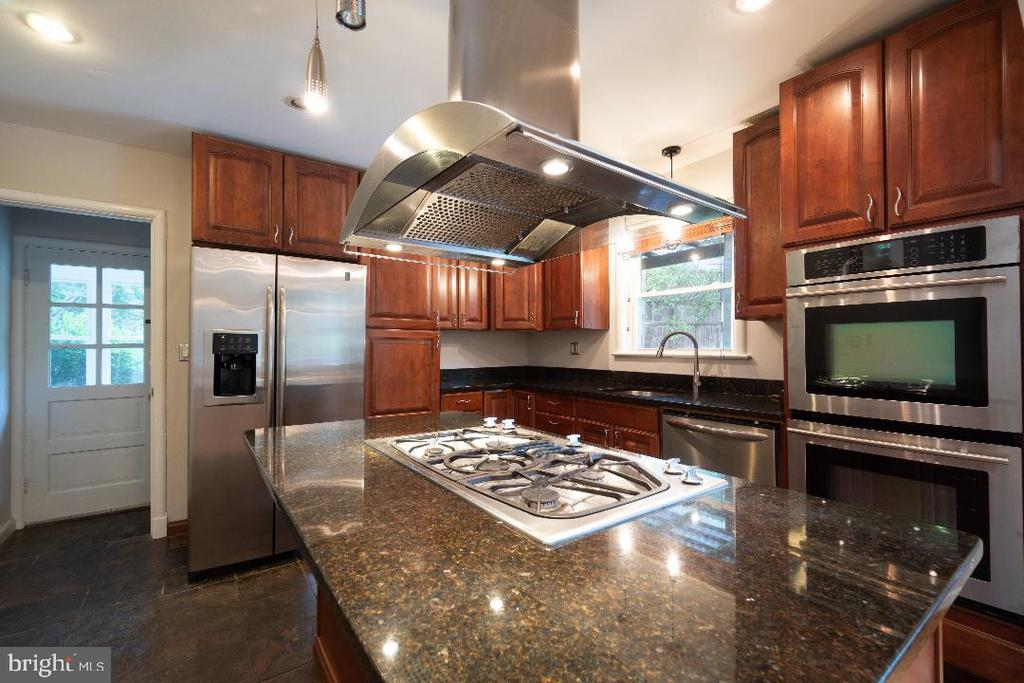 Recently updated kitchen. - 9407 BRUCE DR, SILVER SPRING