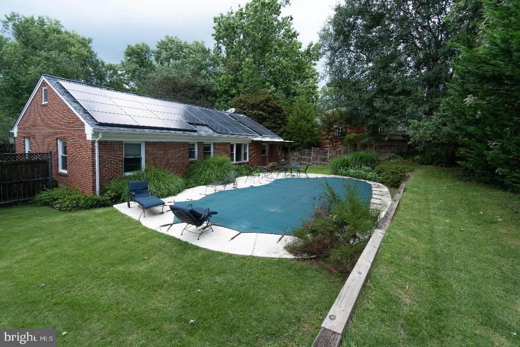 Inground pool, currently closed. - 9407 BRUCE DR, SILVER SPRING