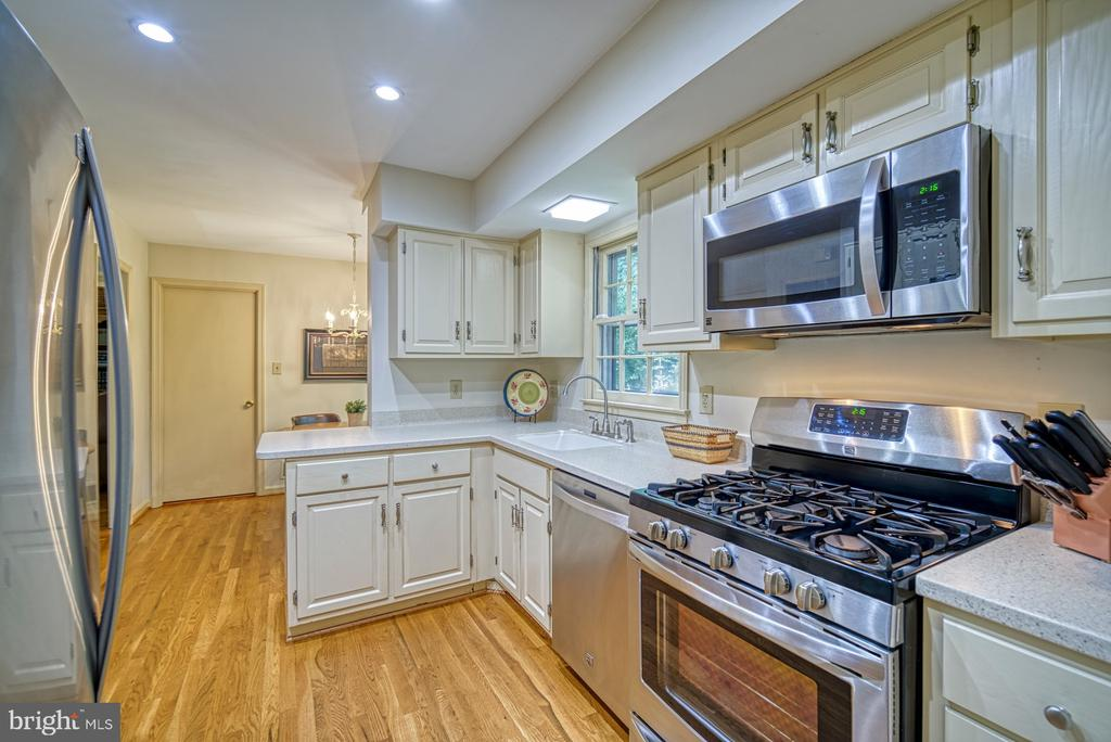 Gas cooking - 8415 FROST WAY, ANNANDALE
