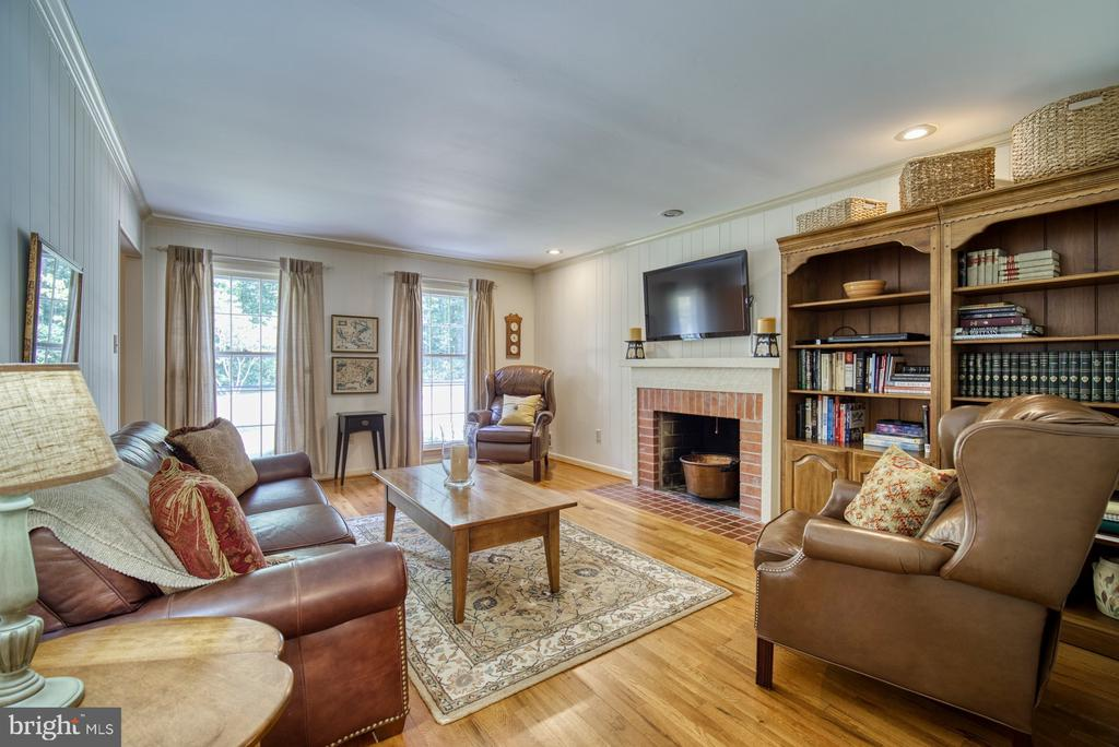 Large family room - 8415 FROST WAY, ANNANDALE