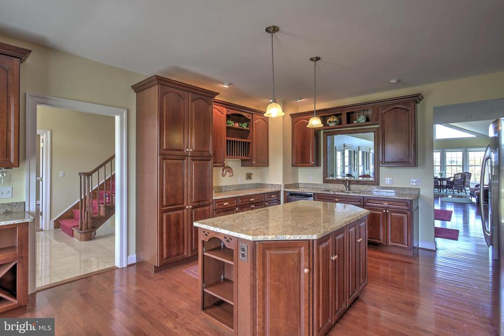 Large Kitchen - 2921 DUCKER DR, LOCUST GROVE