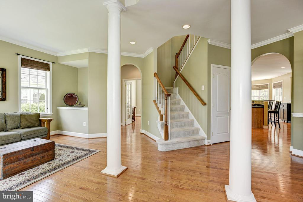 Two Story Foyer - 11007 COUNTRY CLUB RD, NEW MARKET