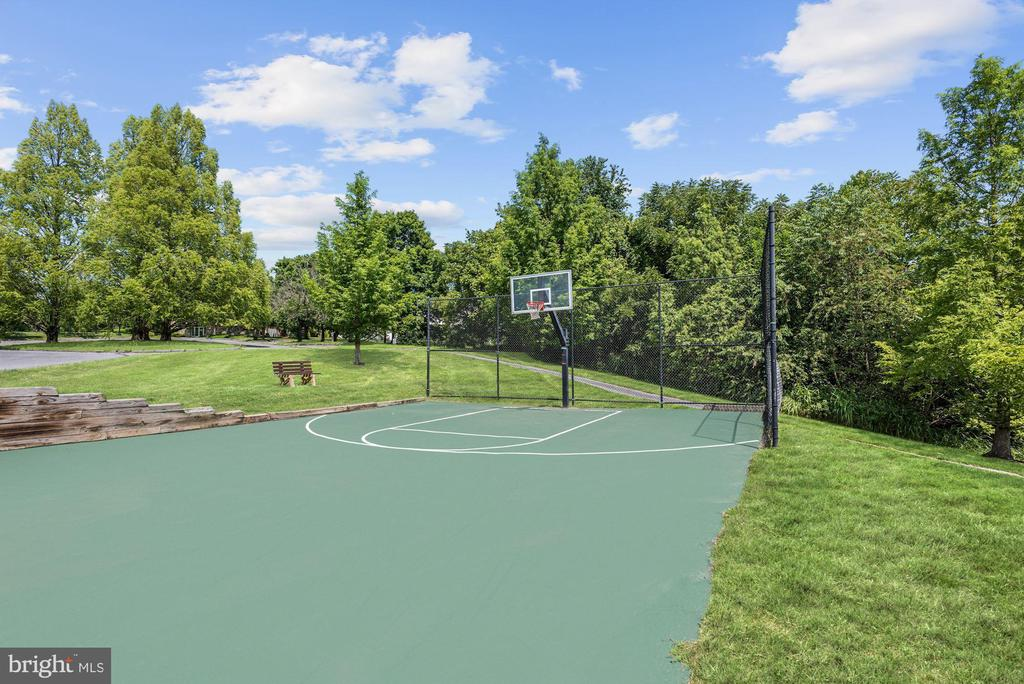 Community Basketball Court - 11007 COUNTRY CLUB RD, NEW MARKET