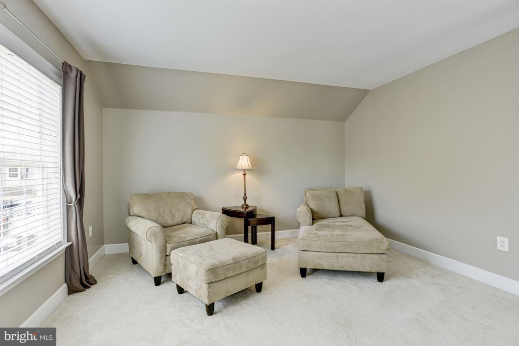 Sitting Room - 11007 COUNTRY CLUB RD, NEW MARKET