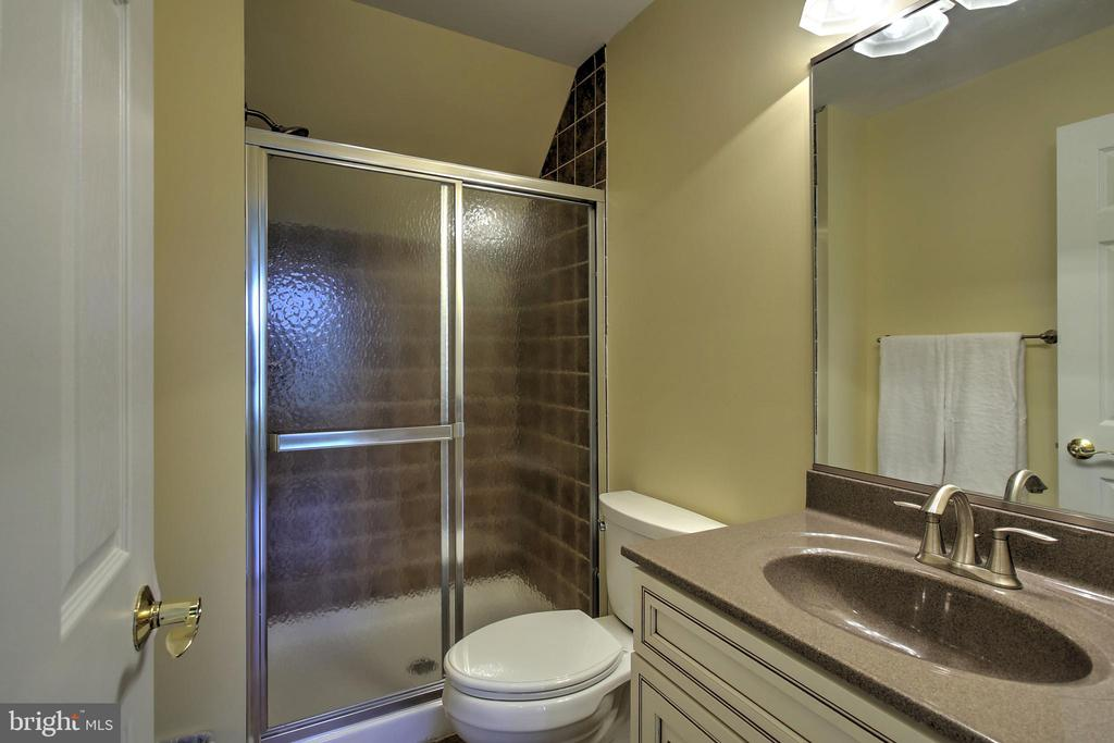 Full bath in Office Suite - 2921 DUCKER DR, LOCUST GROVE