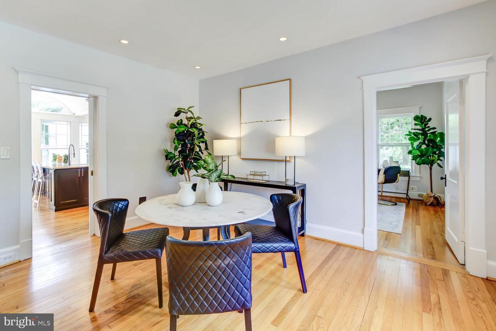 Dining Room adjacent to the Kitchen w/pocket door) - 2900 FRANKLIN RD, ARLINGTON